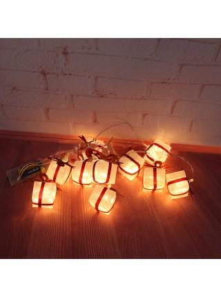 Декоративное украшение в виде рождественских подарков