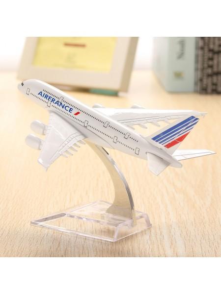 Коллекционная модель самолета Air France A380 на подставке