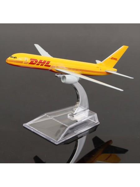 Коллекционная модель самолета Boeing 757 DHL на подставке