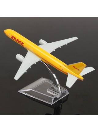Модель самолета Boeing 757 на подставке