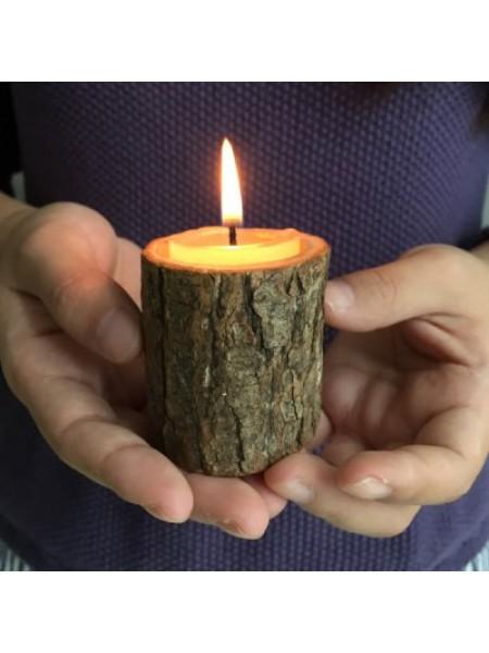 Творческий деревянный подсвечник