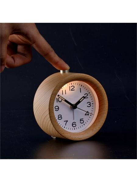 Классический деревянный круглый будильник с подсветкой
