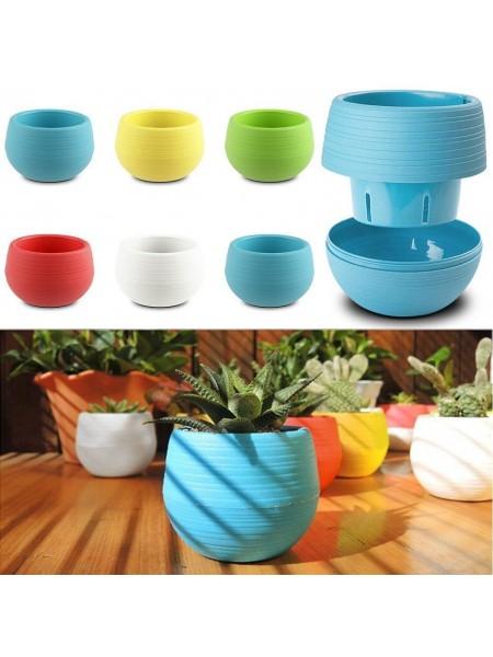 Разноцветные пластиковые горшочки для цветов