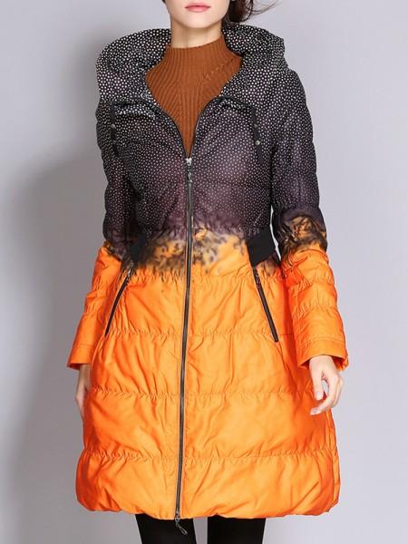 Элегантное длинное женское пальто на молнии в горошек