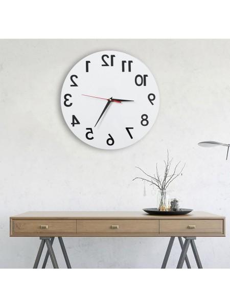 Настенные часы с зеркальным отображением циферблата