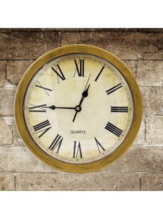 Старинные настенные часы с сейфом